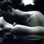 Całować Kobietę w Klubie Czy Nie Całować? Oto jest pytanie…